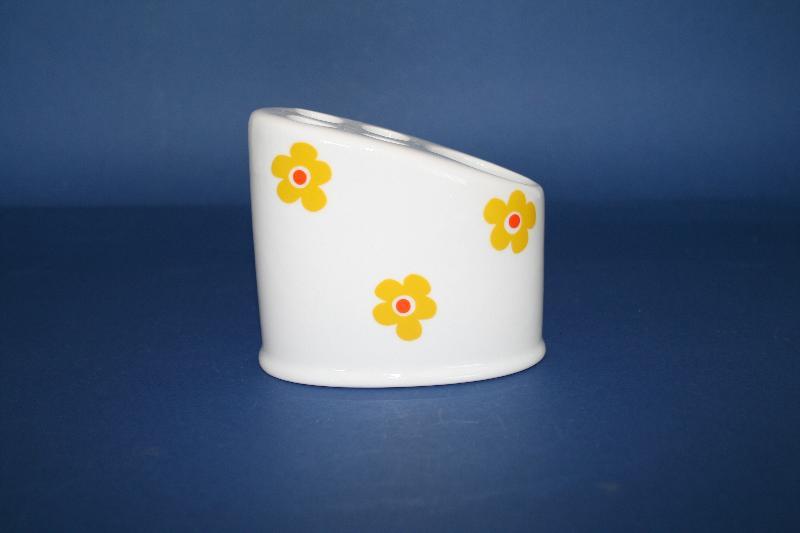 Portacepillos de porcelana dona gata amarilla ref 647 for Accesorios bano porcelana