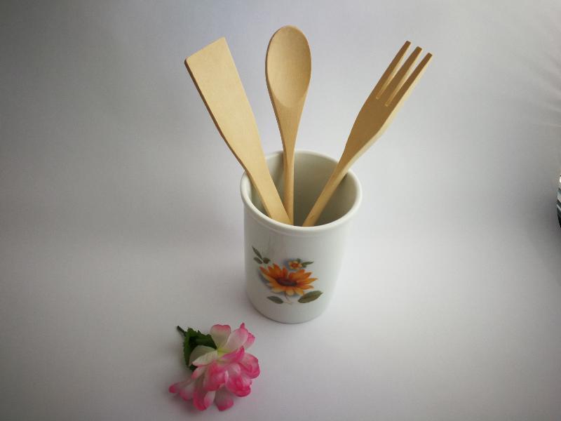 Bote de cocina con utensilios de madera girasol ref for Bote utensilios cocina