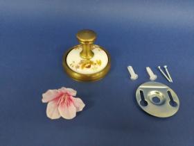 Accesorios baño en latón y porcelana 88 - Percha pared Dor cuero