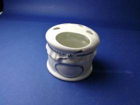 Accesorios baño de encimera en porcelana 5681 - Portacepillos de porcelana Lazo filo cromo