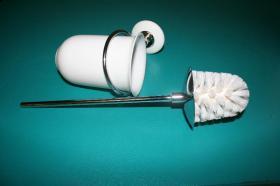 Accesorios baño en latón y porcelana 1037 - Escobillero pared Neos