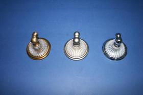 Accesorios baño en latón y cristal 733 - Percha pared Arábigo cuero